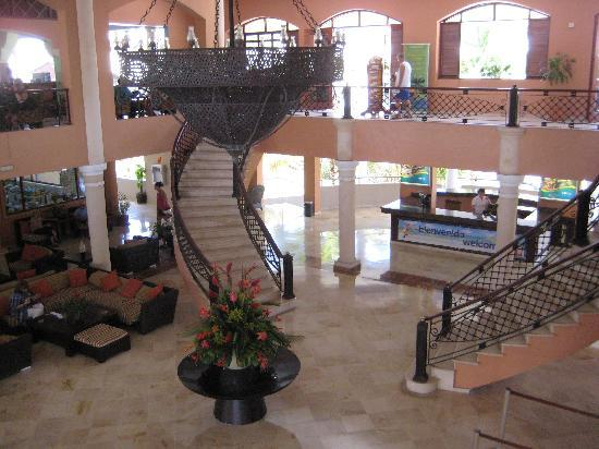 Memories Splash Punta Cana: Main lobby...for the Elite--entrance to the beach