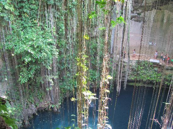 Grand Sirenis Mayan Beach Resort & Spa: cenote visitée pendant l'excursion à Chichen  Itza