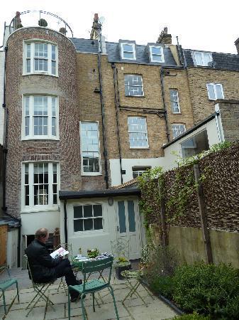 Kennington B & B: The house from the garden