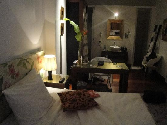 Aram Yami Hotel: Vista parcial da ampla e espaçosa suíte