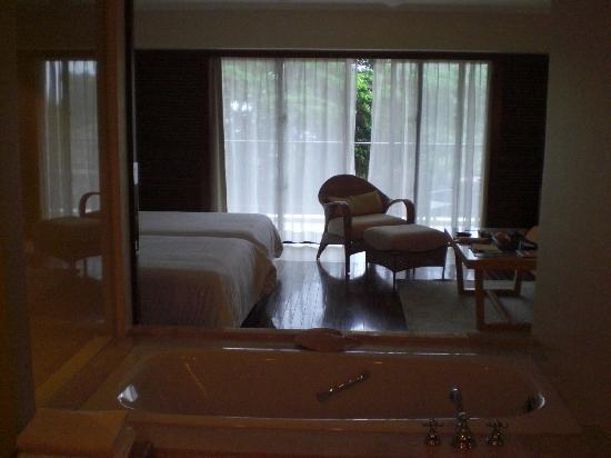 The Atta Terrace Club Towers: 浴槽から外の景色を楽しめます
