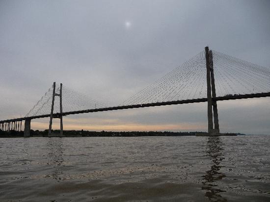 Rosario, Argentine : punte Victoria dal fiume