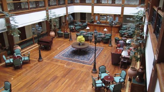 The Oberoi Cecil, Shimla: Lounge and bar