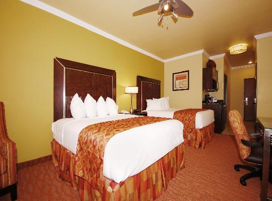 BEST WESTERN PLUS Christopher Inn & Suites: Each guest room includes a flat screen TV, microwave, mini-refrigerator, ceiling fan, and large