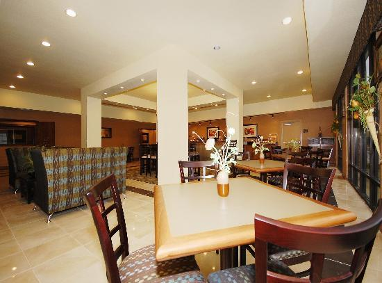Best Western Plus Christopher Inn & Suites: Our chic & comfortable breakfast area with Free Hot Deluxe Breakfast available daily.