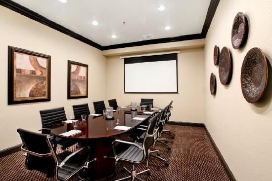 BEST WESTERN PREMIER Crown Chase Inn & Suites: Enjoy an intimate gathering in our 10-person boardroom.