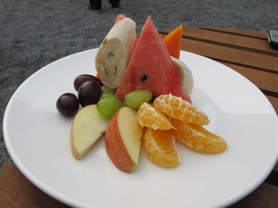 Temple Tree Resort & Spa: fruit salad @ temple tree