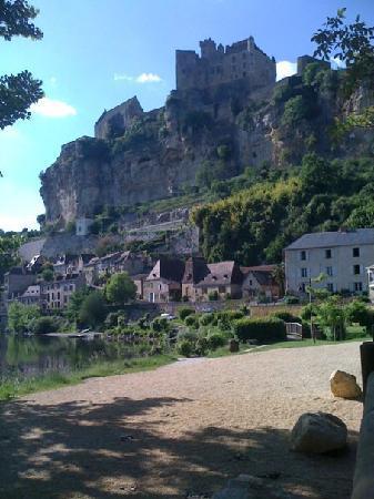Saint-Vincent-de-Cosse, France: Le village juste a coté Beynac magnifique