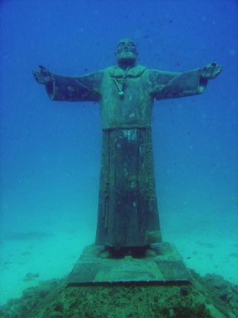 Tremiti Islands, Italy: Statua di Padre Pio sommersa