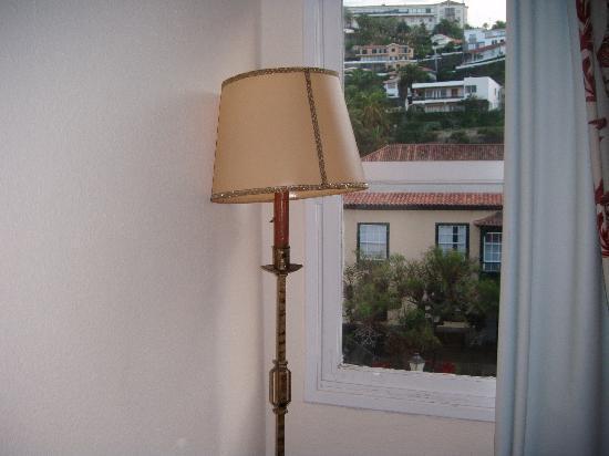 Maga Hotel : detalle habitacion retroooo
