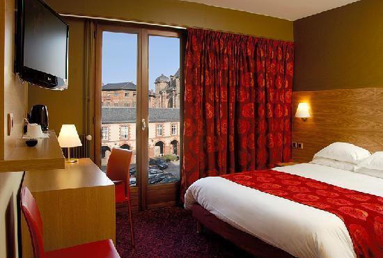 Hotel de la Tour Maje : Chambre
