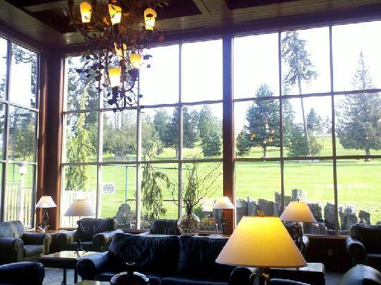 Olympic Lodge: Pretty lobby.