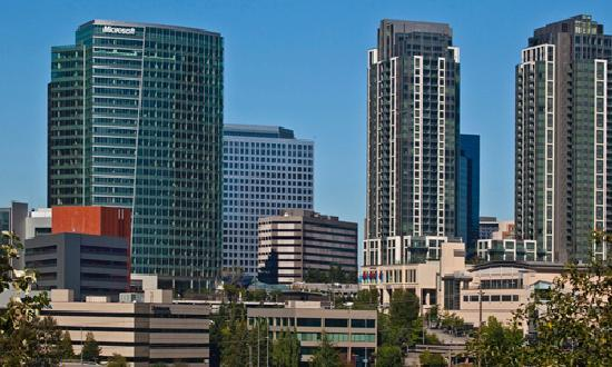 Bellevue, Waszyngton: Meydenbauer Convention Center in the downtown skyline