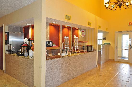 Super 8 Alexandria I-49: Breakfast Bar
