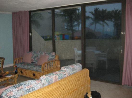 Blue Water Resort on Cable Beach: Livingroom/patio
