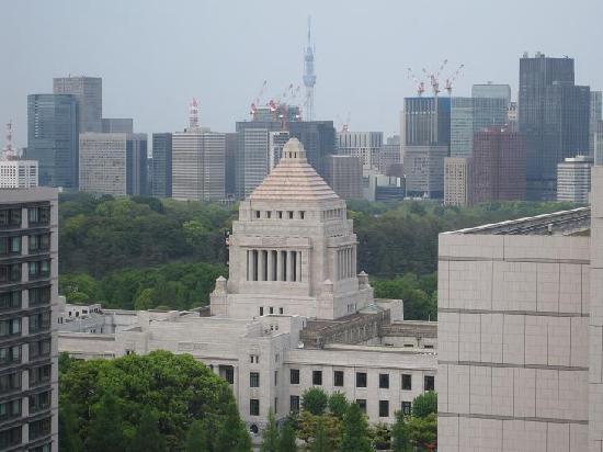 The Capitol Hotel Tokyu : 窓から見える国会議事堂とスカイツリー