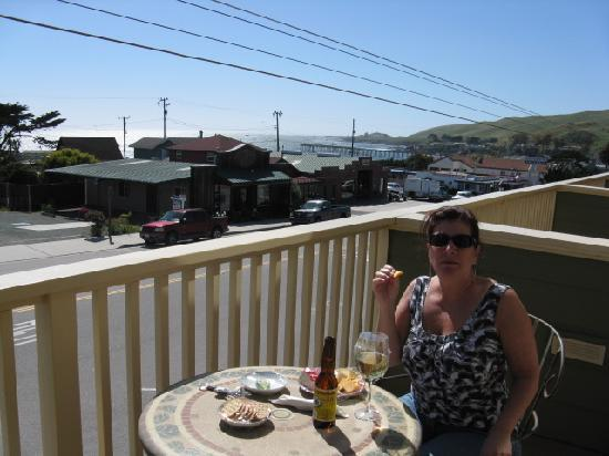 Cayucos Sunset Inn: View from our patio with afternoon wine & cheese (okay, and beer).