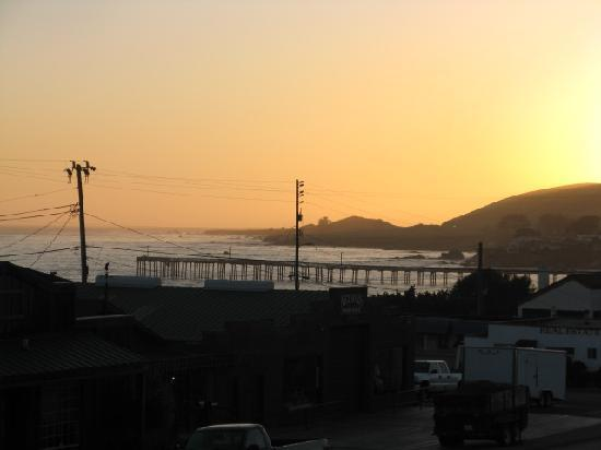 Cayucos Sunset Inn: The waning sunset from our balcony.