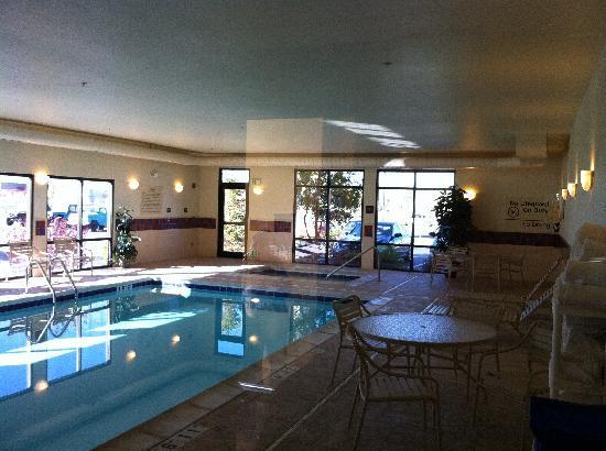 Hampton Inn Montrose: Swimming Facility
