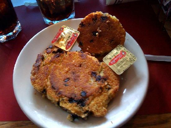 Rick's All Seasons Restaurant: Delicious grilled muffins baked daily
