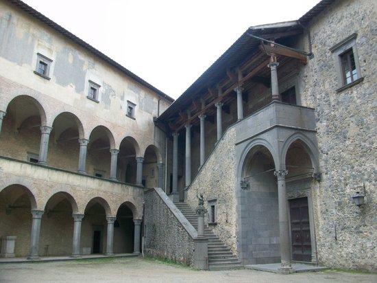 Castello Odescalchi di Bracciano: Courtyard