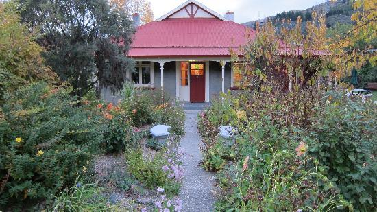 Hartley Homestead Boutique Bed and Breakfast : The Autumn Garden