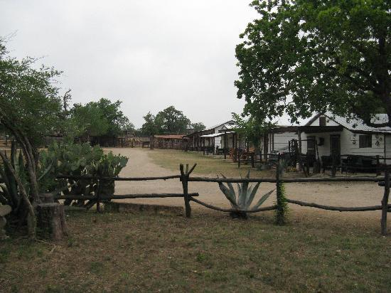 Twin Elm Guest Ranch : Bunk House and Cabins