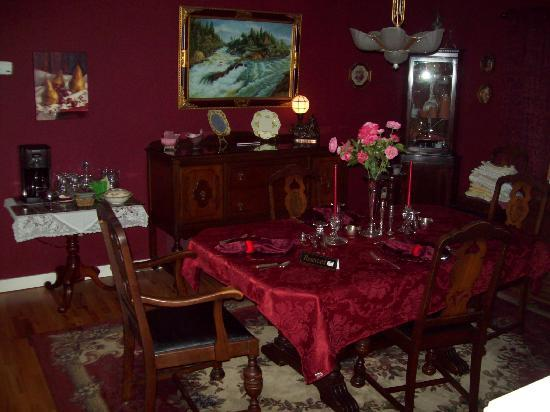 Qualicum House: dinning room