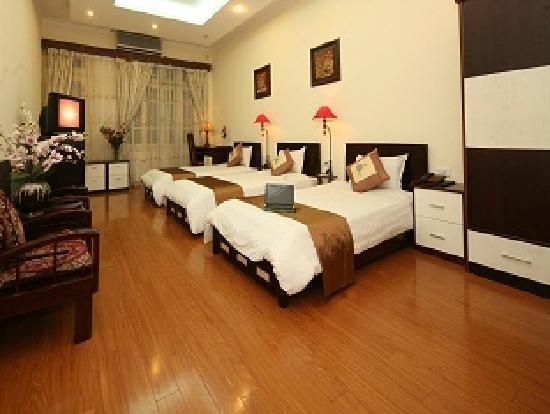Hanoi Century Hotel: Triple room