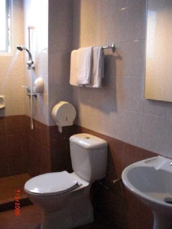 Fragrance Hotel - Crystal: Shower in Room 2