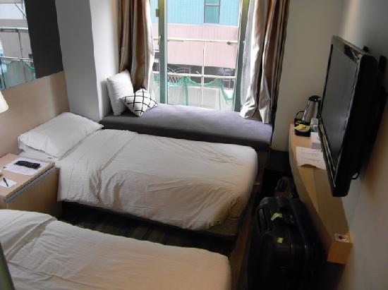 M1 Hotel: Twin Room, very squeezy
