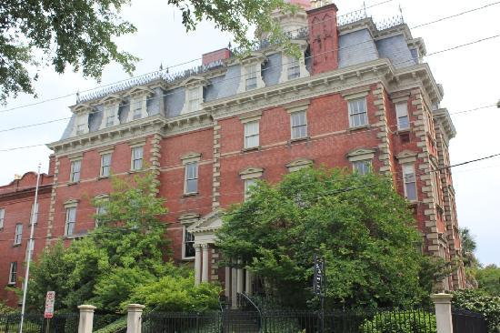Wentworth Mansion: Luxurious and Welcoming