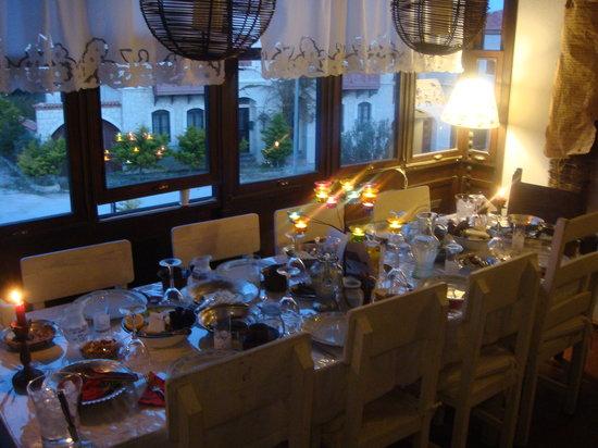 Sardunaki Konak Otel: Sardunaki'de akşam yemeği