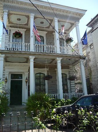 Antebellum Guest House: Front of the house