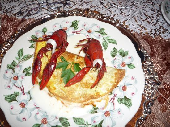 Antebellum Guest House: Crawfish omlette breakfast course