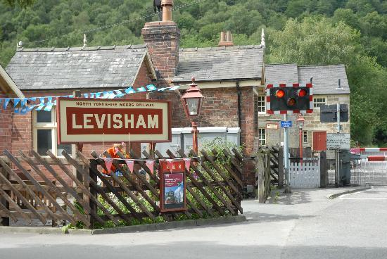 Moorlands Country House: levisham station