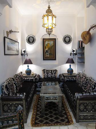 Riad Dar Eliane: The downstairs lounge/relaxation area