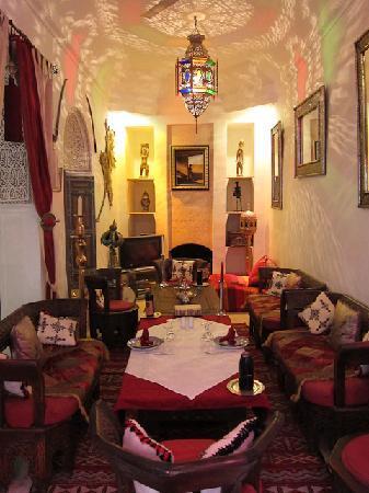 Riad Dar Eliane: The upstairs lounge/dining room