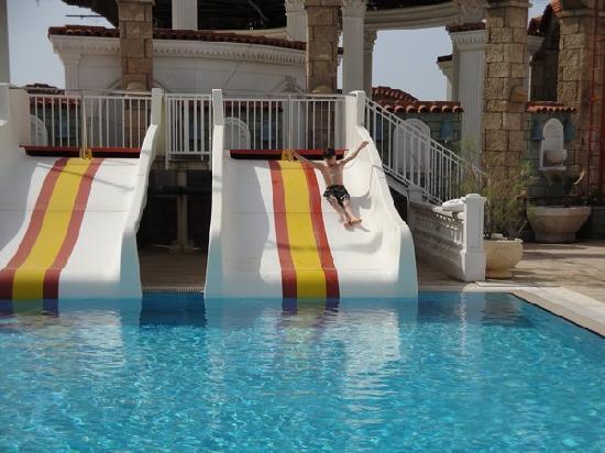 Club Hotel Sera : Slides at the seawater pool