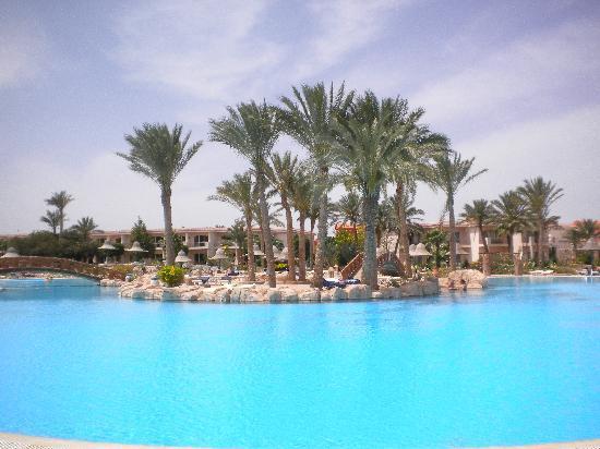 Radisson Blu Resort, Sharm El Sheikh: large, beautiful pool