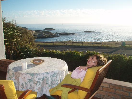 Froggy Pond B&B: My child enjoying the stunning view in front of our room