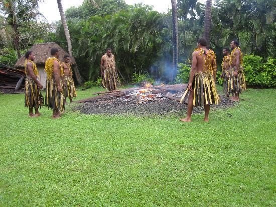Outrigger Fiji Beach Resort : Fire walkers - An added activity held at the resort