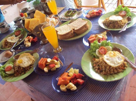 Samosir, Indonesia: Yummy breakfast prepared by the staff