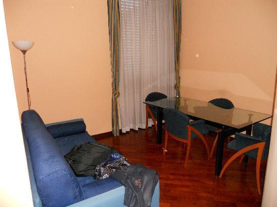 Hotel Millennium: dettaglio stanza 1