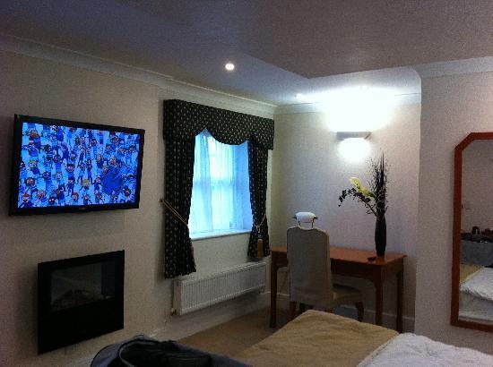 The Barns Hotel: TV & Desk