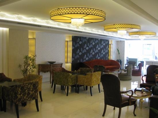 Taksim Gonen: lobby area