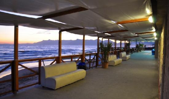 Albergo Riviera Spineta: beach lounge