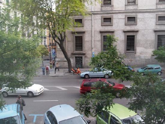 Hotel Paseo del Arte: View outside the window