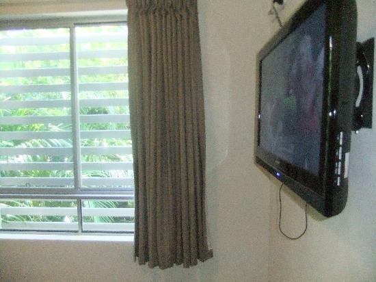 Flashpackers Noosa: Nice TV