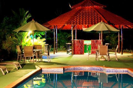 GreenLagoon Wellbeing Resort: Tiki Grill & Bar